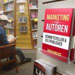 Buchvermarkten im Regal